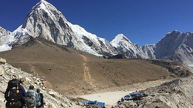 Nepal, il lento ritorno del turismo ma frane e global warming fanno paura