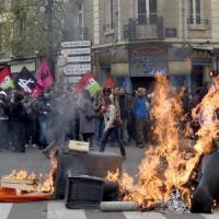 Francia, scontri in diverse città per proteste contro Jobs act: 124 fermi e 28 agenti...