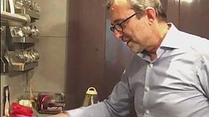 """Giachetti, diretta Fb ai fornelli """"Cucino contro l'abbrutimento"""""""