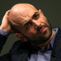 """Appalti e camorra, Saviano risponde sui social: """"Io, Renzi e il Sud"""""""