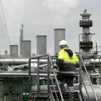 Il calo del petrolio pesa sulla trimestrale dell'Eni: rosso oltre le attese