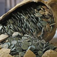 Spagna, anfore piene di monete romane rinvenute in un cantiere