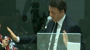 """Renzi rifiuta sciarpa del Crotone """"Diffidate di chi cambia squadra"""""""