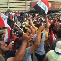 Iraq, gli sciiti assaltano il parlamento