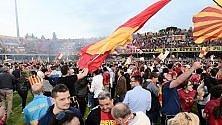 E' festa Benevento   foto   In B per la prima volta   Cagliari , ancora niente A    Crotone  nella storia