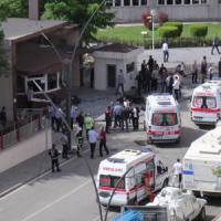 Turchia: autobomba a stazione di polizia, due morti. Colpi di mortaio a Kilis. Attacco...