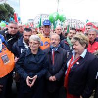 Primo maggio, Mattarella: 'Lavoro è cittadinanza piena'. Sindacati in piazza a Genova, tensione a Torino