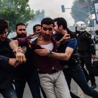 Primo maggio a Istanbul, scontri tra polizia e manifestanti: un morto