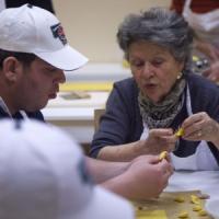 Modena, nonne volontarie insegnano i segreti del tortellino a 21 ragazzi