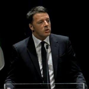 """Referendum riforme, Renzi a Firenze lancia i comitati: """"La partita più grande è tornare all'Italia che dice sì"""""""