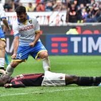 Milan-Frosinone, Balotelli sbaglia rigore: Gori gli esulta in faccia
