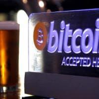 Bitcoin, il fondatore esce allo scoperto ma la moneta non decolla