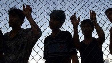 Australia, iraniano si dà fuoco: da tre anni  era rinchiuso in un centro per rifugiati