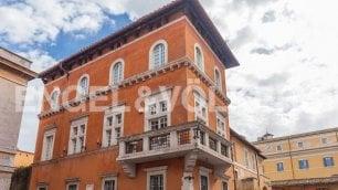 Venditti vende palazzo: 500 mq  Piscina, giardino e maxiterrazzo