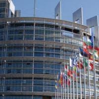 Borse giù: la Ue lima le stime di crescita. Crollano le banche, Milano -2,46%