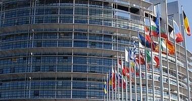 Borse giù, ancora vendite sulle banche   Commissione Ue boccia il Pil dell'Italia