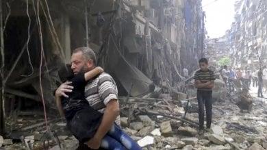 Aleppo, bombe dei ribelli su un ospedale ancora morti tra pazienti e bimbi   video