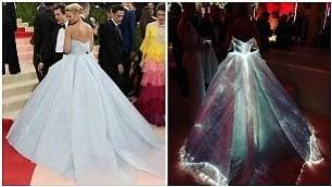 L'attrice sembra Cenerentola L'abito s'illumina d'incanto