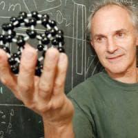 Chimica, morto il Nobel Harold Kroto. Scoprì le molecole del fullerene