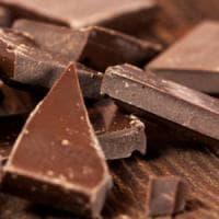 Perché il cioccolato e il vino rosso potrebbero 'rendere felice' l'intestino