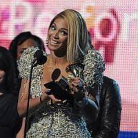 """Beyoncé fa il pieno con """"Lemonade"""" ma scommette (i risparmi) sul succo d'anguria"""