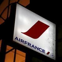 Air France taglia lo stipendio dei piloti, i sindacati minacciano il caos