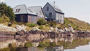 La solitudine del miliardario casa perfetta sull'isola privata