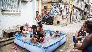 Rio, i dannati delle baraccopoli Londra scopre il cuore della favela