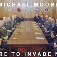 """""""Invadiamo per imparare"""": nuova provocazione anti-Usa firmata Michael Moore"""