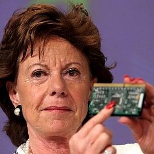 Uber ingaggia Neelie Kroes, ex Commissario Ue Antitrust