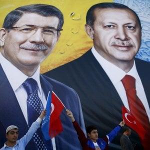 Turchia, si dimette il premier Davutoglu