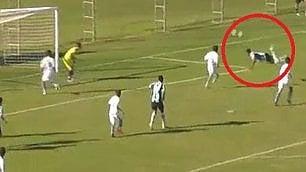 Magico colpo dello scorpione Un 14enne segna il gol dell'anno