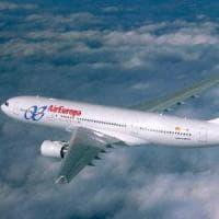 Spagna, il business dei rimpatri: Air Europa si assicura l'esclusiva sui voli dei migranti