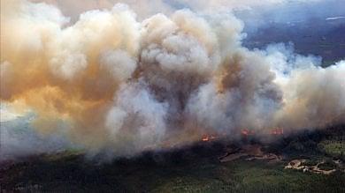 Canada, incendi fuori controllo in Alberta  Stato d'emergenza, 88 mila evacuati  foto