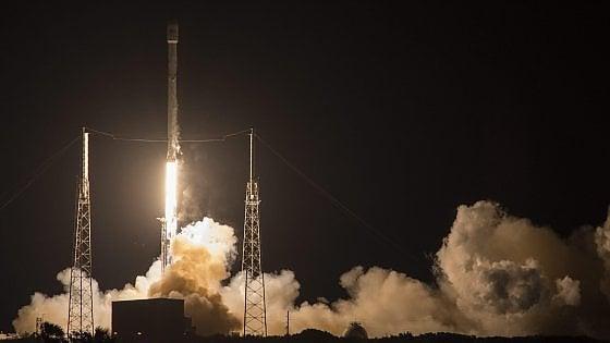 Successo a sorpresa per Space X, il Falcon 9 resta in piedi