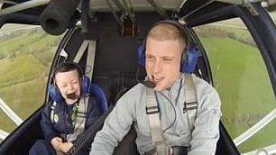 Il pilota e il primo volo del fratello 'Sono felice, ti voglio tanto bene'