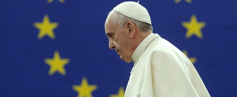 """Migranti, l'Europa di papa Francesco: """"Sogno che migrare non sia un delitto. Ponti, non muri"""""""