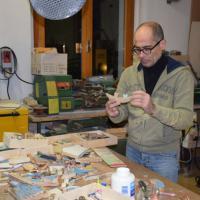 Migranti, il legno dei barconi diventa opera d'arte