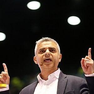 Gb: chi è Sadiq Khan, l'outsider che trionfa a Londra contro tutte le previsioni