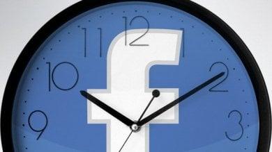 Facebook, il nostro tempo è denaro passiamo 50 minuti al giorno online