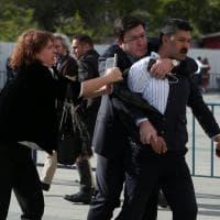 Turchia, stampa sotto attacco: l'aggressione al direttore del quotidiano Cumhuriyet