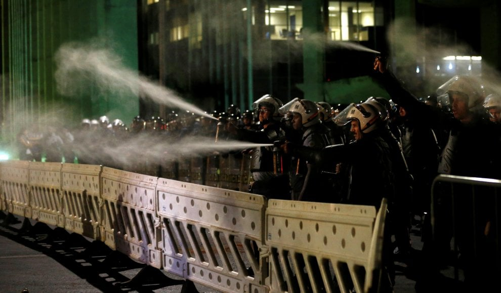 Brasile, impeachment Dilma Rousseff: manifestazioni e scontri nel Paese
