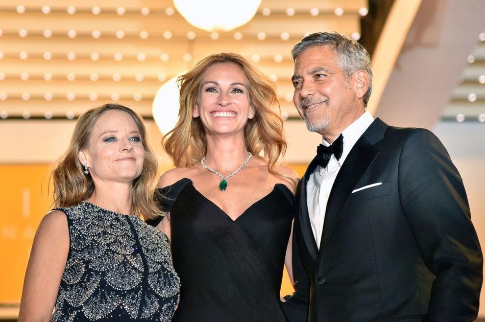 Cannes, George Clooney beato fra le donne: con Jodie e Julia sul red carpet c'è anche Amal