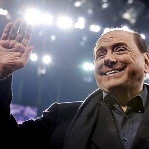 """""""Non abbiamo più una lira, dacci 50 a testa"""". Così le Olgettine chiedevano denaro a Berlusconi"""