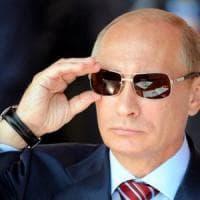 Russia, letti con luci speciali & co: le pazze spese dei servizi segreti fanno infuriare il web