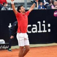 Tennis, Roma: Djokovic batte Nadal dopo una gara spettacolo