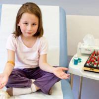 Antistaminici: dal mal di testa alla tachicardia, quanto rischia il bambino impasticcato
