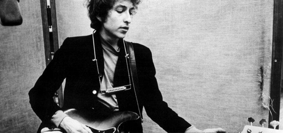 Bob Dylan, la notte che a Manchester sfidò l'Inghilterra con la sua chitarra elettrica