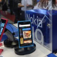 Microsoft cede attività, tornano i cellulari Nokia