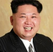 La foto di Kim Jong-un è senza ritocchi: a modificarla ci pensa la rete